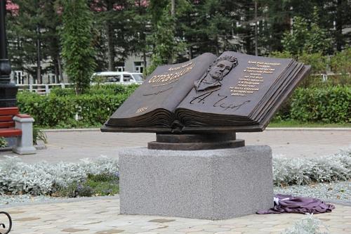 А-П-Чехов-1-памятник-500-333