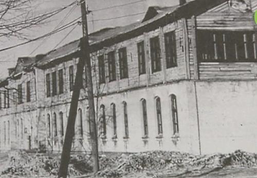 Старое здание школы № 11, куда я и отправился 1 сентября 1953 г. первый раз в первый класс.