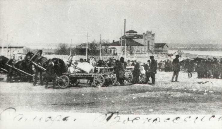 Рынок на углу Троицкой и Полевой поперечной. Угол ул.Галактионовской и Полевой. Фото примерно 1910 г.