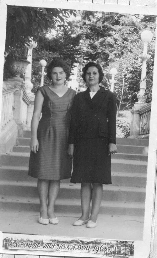 Один раз в жизни моя Надежда Ивановна побывала на курорте, в Трускавце.