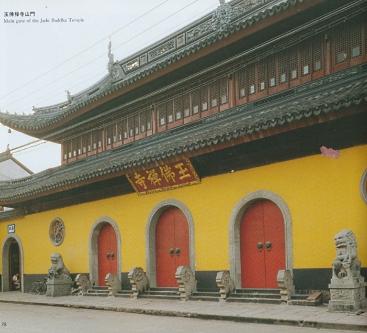 Вот вход этот знаменитый Храм
