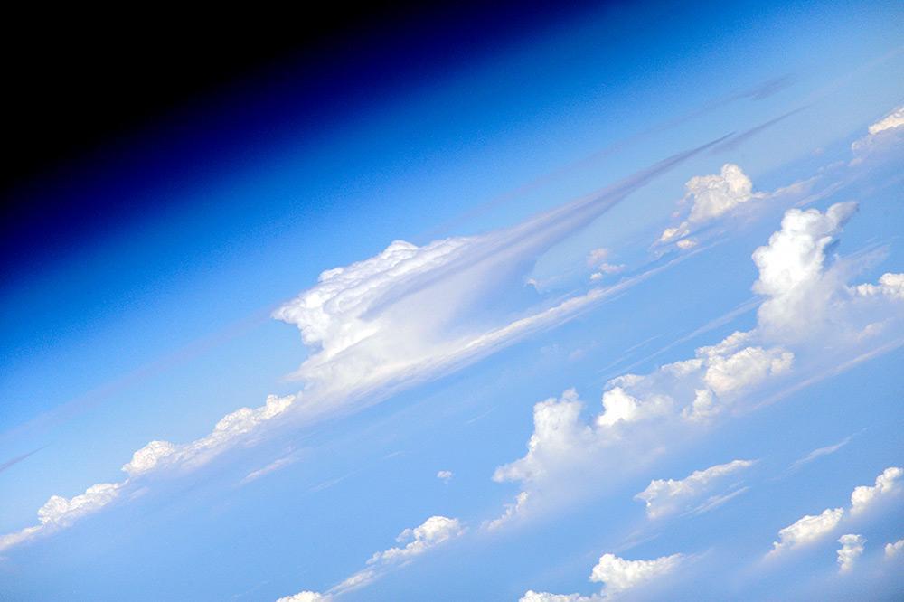 Земля в облаках. Снимок из  космоса