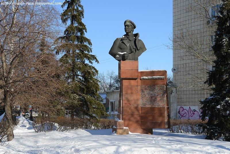 Памятник Алексею Галактионову