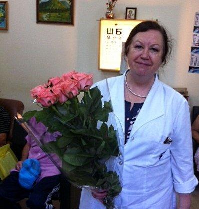 Доктор медицинских наук, профессор Елена Брониславовна Ерошевская принимает поздравления с юбилеем