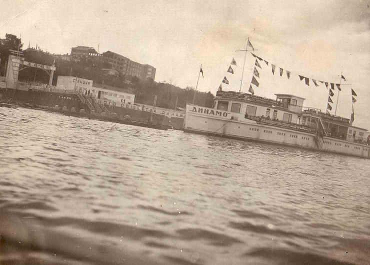 Вид с Волги. Спуск по Алексеевской - ул.Красноармейский спуск Фото 1934 г.