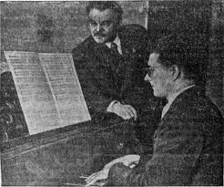 За роялем Д.Шостакович.