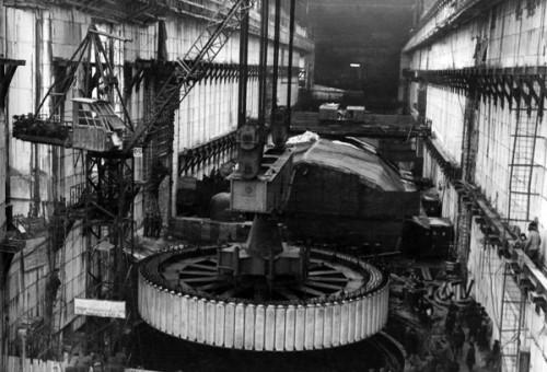 Первый гидроагрегат в 29 декабря 1955 г. в 18.18 минут дал первый  промышленный ток