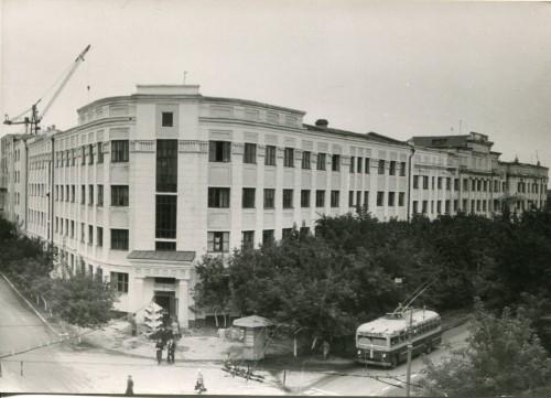 Корпус Авиационного института на  ул. Самарской (ныне торговый комплекс)