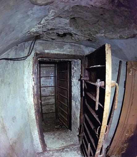 Исторический календарь Самары: 13 декабря. Начали строить 27 бомбоубежищ тоннельного типа (1941), приняли в эксплуатацию первую глазную больницу (1964), началась обкатка новой трамвайной линии по проспекту Ленина (1992)